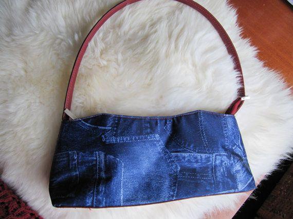 Vintage Handtasche, Jeans Handtasche, Handtasche blau, Jeans Tasche für ihr, Frauen, blaue Tasche, jeansblau Tasche, Vintage Tasche, Vintage, Damen Tasche, Damen  Vintage Jeans Tasche, in gutem Zustand Jahrgang. Zeigen Sie diese hübsche Tasche zur Welt!  Die Breite der Tasche ist 13 oder 34 Zentimeter. Die Länge beträgt 4 oder 12 Zentimeter.  Versand aus den Niederlanden.
