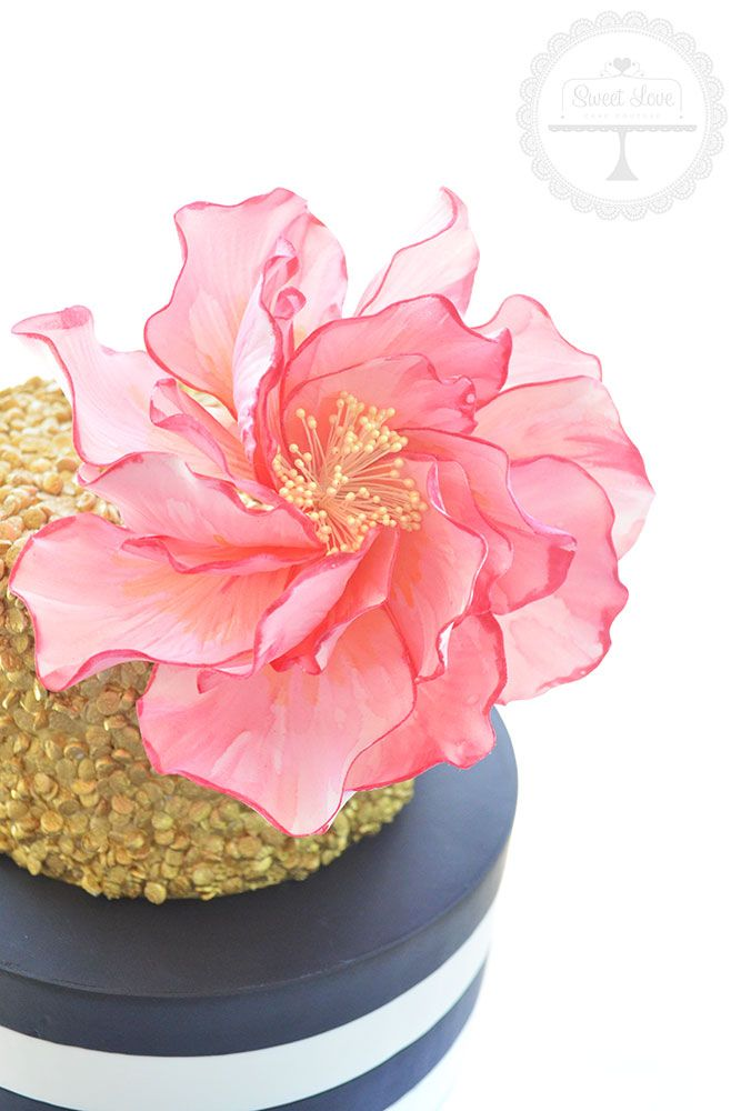 Watercolour sugar flower tutorial. Learn cake decorating.
