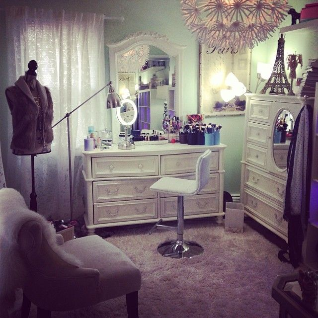 CLICK TO DOWNLOAD the Elegant Beauty Room Look Book for amazing #makeupvanity…