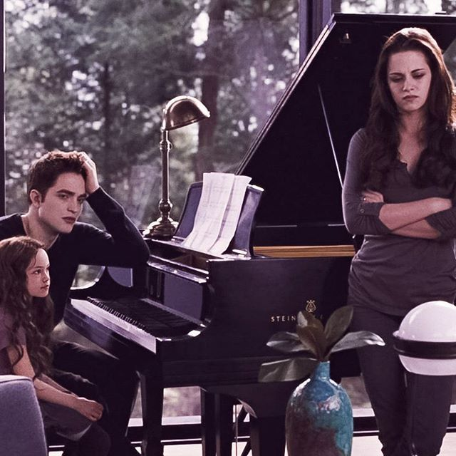bella,edward and renesmee   breaking dawn part 2