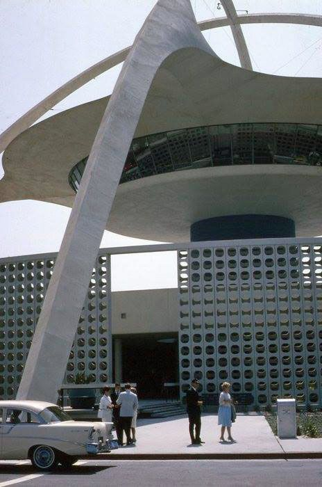 """Iconic mid-century """"Theme Building"""" at LAX airport. Built 1961"""