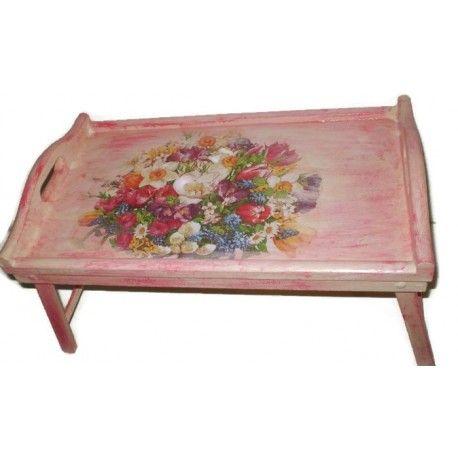 Duża taca śniadaniowa. Została zrobiona ręcznie w technice Decoupage. Zastosowano kolory biały, oranż, czerwień, oraz motyw kwiatowy.