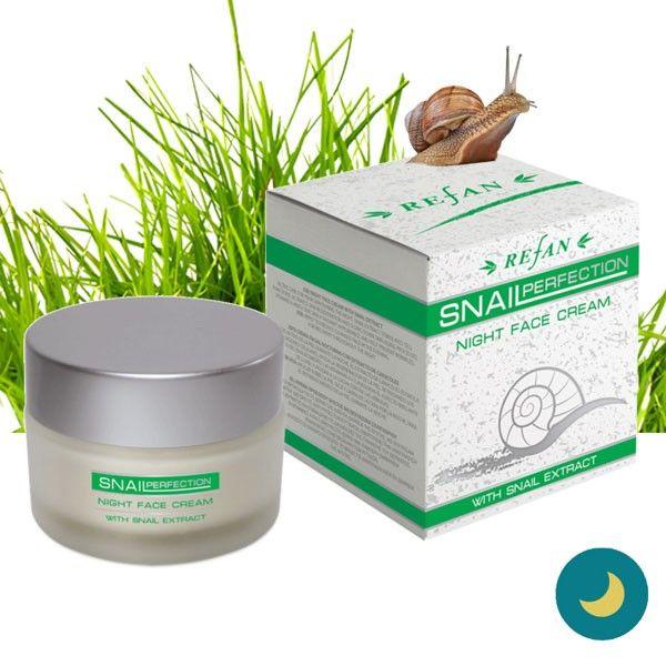 A Csigagél éjszakai arckrém mélyen beszívódik a bőrbe és támogatja a sejtregenerációt, javítja a bőr természetes vízmegkötő képességét ezért dehidratált arcbőrre kifejezetten ajánlott. A csiga gél egyedülálló arányban tartalmaz AHA savat, kollagént, elasztint, allatoint, vitaminokat (A,C, E-vitamint) és ásványi anyagokat. Ezeknek az összetevőknek köszönhetően revitalizálja a bőrt, segít helyreállítani a sérült szöveteket, és visszaállítja a bőr természetes hidratáltságát.