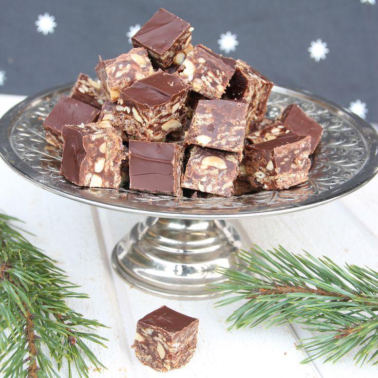 Superläckra små godisbitar med nougat, krispiga flingor, choklad och nötter. En blandning mellan fudge och knäck.