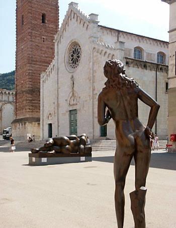 Fernando Botero - Nudes in Pietrasanta, Italy   Botero's Nudes lounge in Pietrasanta's Largely Untouristed Piazza del Duomo.