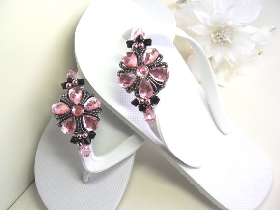 It would be neat to make something like this for the bridesmaids to wear at the reception. Comfier than their heels, but cuter than plain flip flops