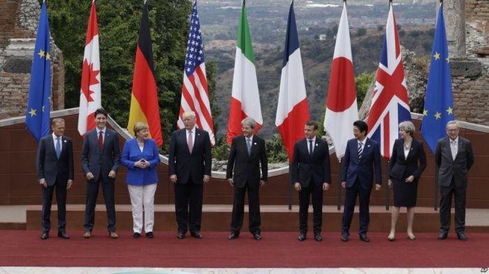 Líderes del G-7, (desde la izquierda) el presidente del Consejo Europeo Donald Tusk, el primer ministro de Canadá Justin Trudeau, la canciller de Alemania Angela Merkel, el presidente de EE.UU. Donald Trump, el primer ministro de Italia Paolo Gentiloni, el presidente de Francia Emmanuel Macron, el primer ministro de Japón Shinzo Abe, la primera ministra de Gran Bretaña Theresa May y el presidente de la Comisión Europea Jean-Claude Juncker posan para una motor de la cumbre del G-7 en antiguo…