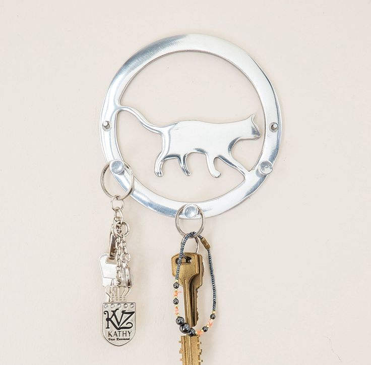 Decorative Cat Key Holder by Comfify | Hand-Cast Aluminum Metal Key Holder for Wall and Bag Hanger | Adorable Design, 3 Key Hooks, Polished Finish, Includes Screws and Wall Anchors