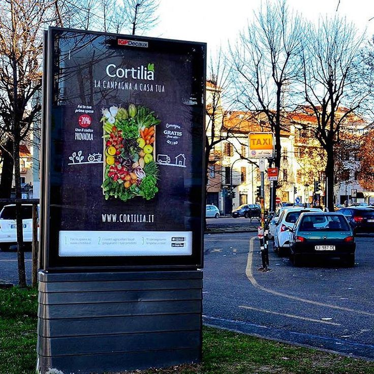 "Una campagna di comunicazione esterna per ricevere ""la campagna a casa tua"" ;) #cortilia #spesa #online #eat #eating #fresch #healty #food #fruits #vegetables #green #nature #naturelovers #campagna #street #urban #city #torino #advertising #outdooradvertising #OOh #igpdecaux"