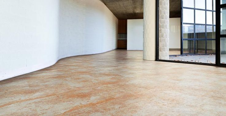 Vinylová podlaha se vzorem rezavý plech, BOCA Praha. / Vinyl flooring with the rusted metal design.  http://www.bocapraha.cz/cs/aktualita/80/vinylova-podlaha-jako-zmackany-papir-nebo-rezavy-plech/