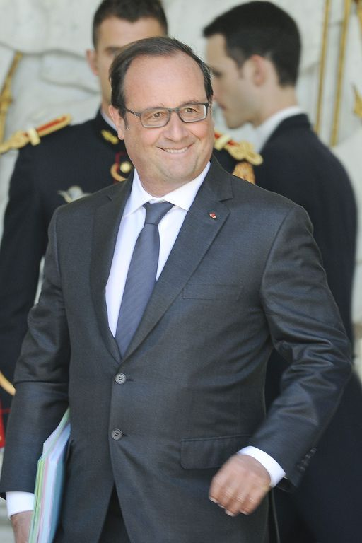 François Hollande. Costume trop petit. #modeetpolitique