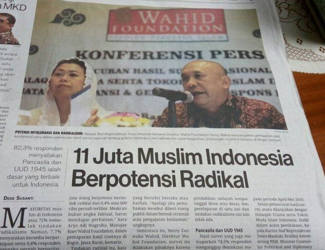 Umat Islam Terus Dipojokkan: 11 JUTA MUSLIM INDONESIA BERPOTENSI RADIKAL  Entah kenapa di era Jokowi ini sangat terasa Umat Islam yang merupakan penduduk mayoritas di negeri ini terus menerus dipojokkan dengan berbagai atribut: RADIKAL TERORIS INTOLERAN.11 JUTA MUSLIM INDONESIA BERPOTENSI RADIKAL Demikian headline media brewok yang selama ini sangat tendensius kalau terkait dengan Islam dan Kaum Muslimin. [Kutipan:] Kepala Staf Kepresidenan Teten Masduki bersama Yenny Wahid menyampaikan…