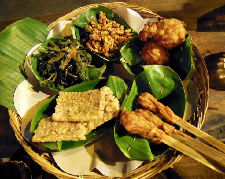 Warung Biah Biah, inexpensive Balinese tapas and, important for us, excellent tempeh options.