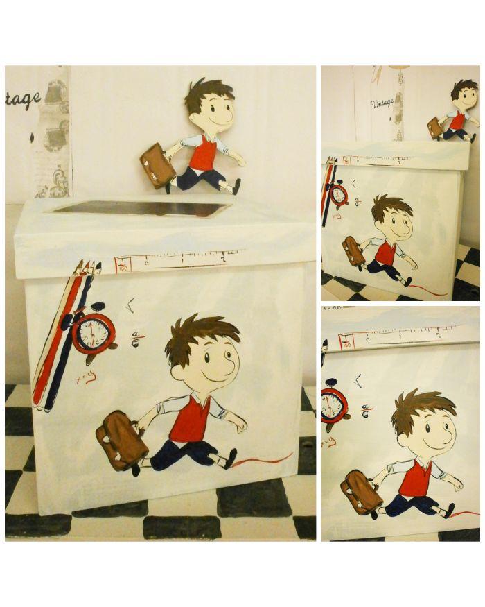 Ξύλινο Κουτί Βάπτισης ζωγραφισμένο στο χέρι με τον μικρό Νικόλα. Συνδιάστε το κουτί μικρός Νικόλας με ολοκληρωμένο θέμα βάπτισης μικρός Νικόλας για ένα μοναδικό αισθητικό αποτέλεσμα!   Διαστάσεις 35Χ35Χ35 εκ  Η τιμή αφορά μεμονομένο το κουτί βάπτισης.