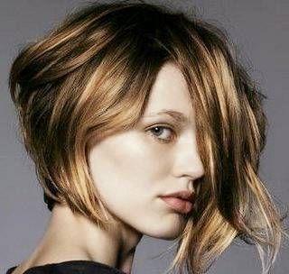 Chanel de bico no cabelo mais curtinho e levemente ondulado