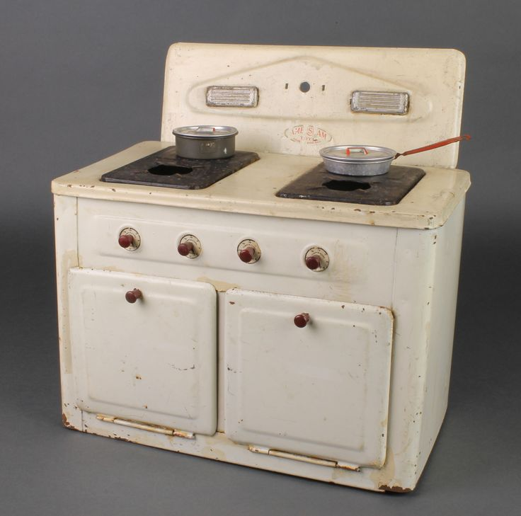 "Lot 243, Amersham Toys, a tin plate model stove with hotplate, 2 saucepans and double oven  12"" x 11 1/2"" x 7"", est £40-60"