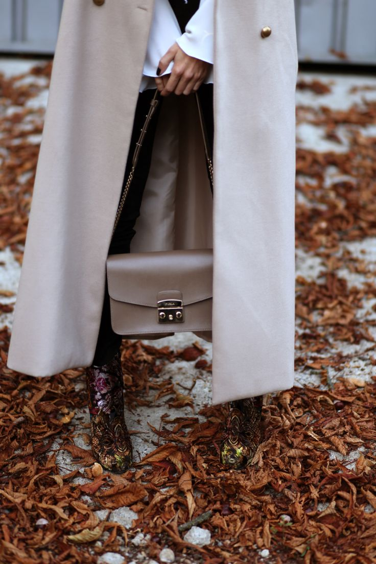 Love this beautiful Furla bag in the perfect neutral shade for fall. See the look: www.alinaceusan.net
