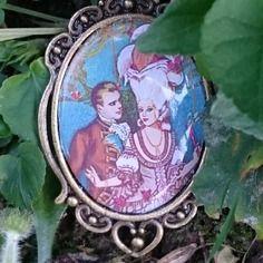 """=========================  Description plus détaillée sur http://www.alittlemarket.com/broche/fr_broche_baroque_createur_gaby_feerie_marie_louise_et_l_empereur_napoleon_1er_amoureux_-14221787.html  =========================  GABY FEERIE Créateur Bijoux Modèle Unique broche baroque """" Marie Louise et l'empereur Napoléon 1er amoureux"""" - portrait couple impérial Marie Louise et l'empereur Napoléon 1er BONAPARTE avec horloge et masque de Venise"""