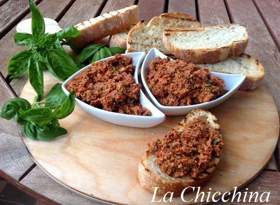 La Chicchina: Bruschetta con goloso pesto di pomodori secchi