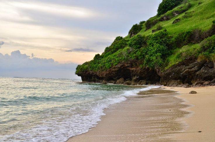 Pantai Gunung Payung Pantai Sepi Berpasir Putih di Bali - Bali