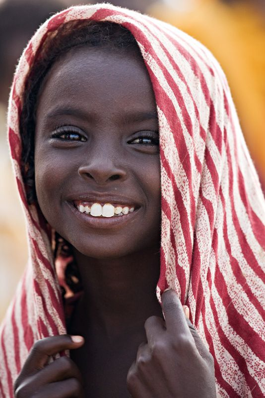 What a beautiful smile and eyes.  Who is she? I know nothing of this photo except I'd love to be a friend.  ak