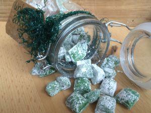 Prickelnde Waldmeister-Bonbons | missHEARTmade - D.I.Y. mit Lilli