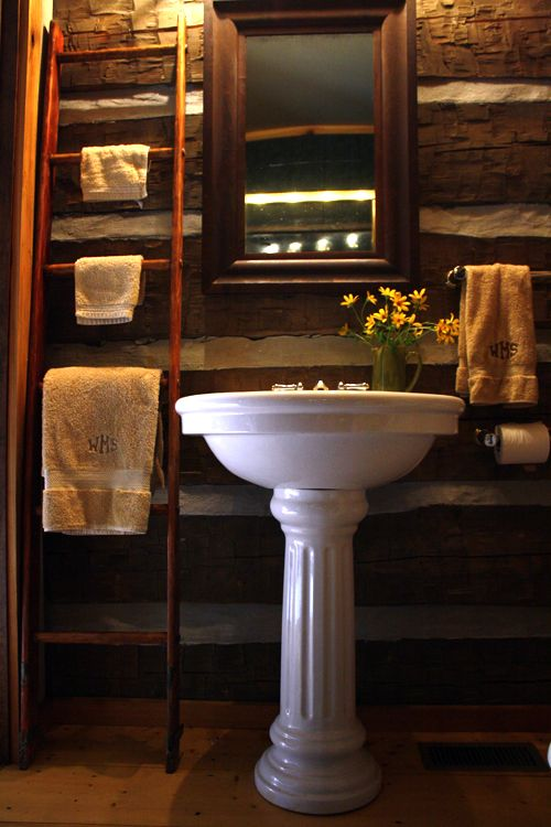 cabin-bathroom-ladder-with-towels http://wenderly.com/wp-content/uploads/2012/01/cabin-bathroom-ladder-with-towels.jpg