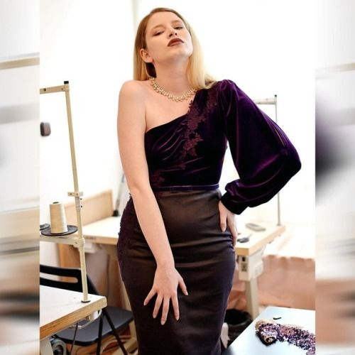 Atelier BOBAR DEC 22, 2017 / 1 NOTE Make a dramatic appearance on Christmas Eve in Val Dress! This one shoulder dark purple velvet dress is a stunner  Order it in our boutique (link in bio) or come try it on in our showroom! The Holidays are just around the corner #atelierbobar #happyholidays #tistheseason #valdress #purplevelvet #velvet #velvetdress #designerdress #lifeofadesigner #dress #instadress #dressup #BOBAR #oneshoulderdress @cristinasiminiceanuphotography photo, model @sandristan…