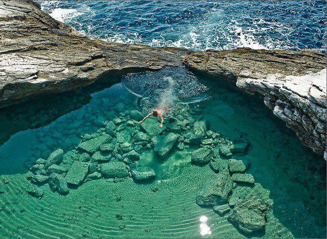 死ぬ前に一度は行ってみたい!世界各国の美しすぎる秘境 タソス島のGiola Lagoon(ギリシャ)