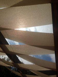 Das EFH mit 180 m² ist eine Mischbauweise aus Porenbetonstein u. Holzständerbauweise mit einer vorgehängten hinterlüfteten Fassade. Es entspricht einem KFW- Niedrigenergiehaus 60. Das Heizsystem ist eine LWW-Pumpe mit unterstützender Solarthermievfür Fußbodenheizung und den Warmwasserbedarf. Eine Brauchwasseranlage dient der Toilettenspülung u. der Gartenbewässerung. Es ist ein behindertengerechtes Bauwerk. Leistung: LPH 1-9 inkl. Innenausbau & Außenanlage Bauzeit: 12 Monate Bauort…