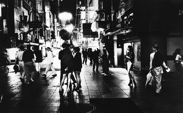 """Daido Moriyama is a veritable living legend and founder of the group Provoke which revolutionised the photographic language in the 1960s with an aesthetic summarised by the succinct phrase """"Grainy! Shaky! Blurry!"""". The photographer focuses on urban Tokyo, more specifically on Shinjuku, an area in which he has lived for the past forty years and of which the gallery is exhibiting (from the series at the origin of the book Shinjuku 19XX-20XX ) a few black and white, nearly incandescent…"""