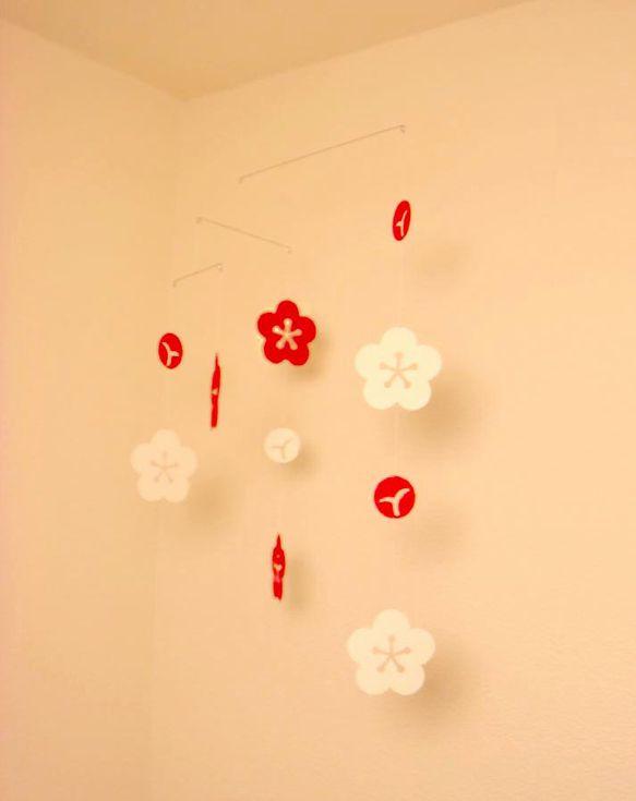 お正月飾りのひとつとして。でも通年飾っていただいても部屋のアクセントとして華やかでいいと思います。《サイズ》約W33×H40cm(+吊り糸部分約3...|ハンドメイド、手作り、手仕事品の通販・販売・購入ならCreema。