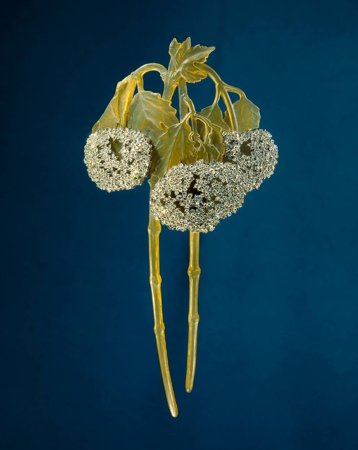 I'm enamored of all things Art Nouveau! One of my favorite artists of this period is Lalique.  This is hair adornment of his creation.  i love the droopy, full flower clusers.
