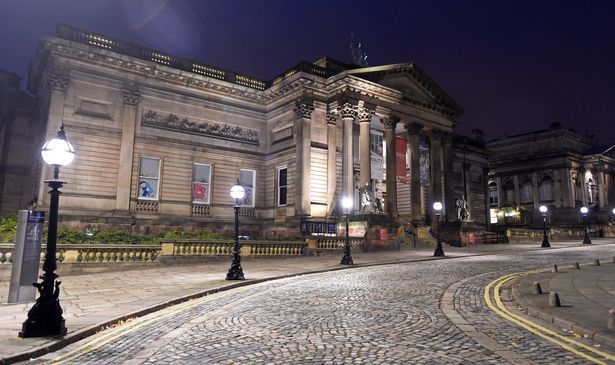 Liverpool at night and Walker Art Gallery. Photo by Colin Lane, Free things to do in Liverpool January 2016