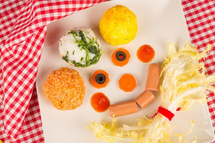 Un payaso a base de arroz, salchicha y algo de verdura