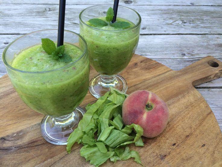 Heb jij zin in iets verfrissend? Voor de app van Koken met aanbiedingen maakte ik deze week een zomerse smoothie met mango, perzik en ijsbergsla. Een perfect healthy drankje voor tijdens deze hittegolf!