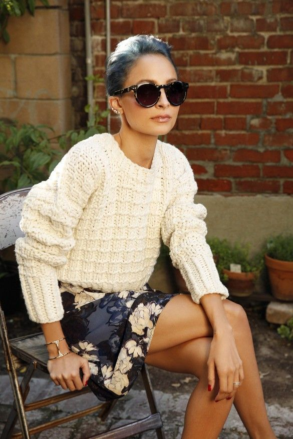 Nicole Richie with blue hair, oversized sunglasses & floral skirt #style #fashion #celebrity