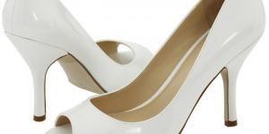 Como limpar os sapatos de verniz brancos