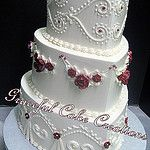 Heart Shaped Vintage Ivory Butter Cream Wedding Cake with Burgundy Sugar Paste Roses von Graceful Cake Creations