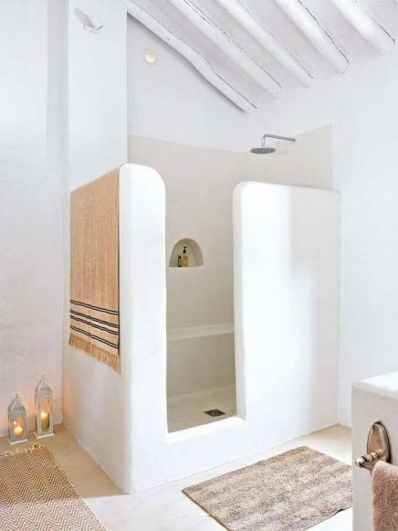 openness of shower - the walls dont go to ceiling