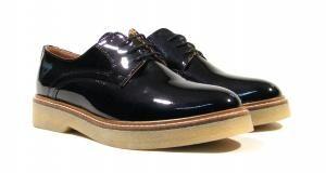 Zapatos de cordones Alpe  Zapatos blucher para mujer de la marca Alpe modelo 3211. Zapatos de cordones realizados en piel charol con suela de goma de una altura aproximada de 3 cms. Interiores en combinado de piel y tejido. Disponibles en burdeos y negro. Alpe Made in Spain. http://ift.tt/2dRYxuj