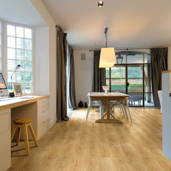 The Waterproof Laminated Flooring That Can Turn Your House Into A Luxurious House Laminate Flooring In Kitchen Black Laminate Flooring Oak Laminate