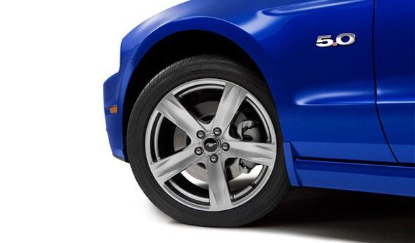 ¿Un deportivo con rines de 16 pulgadas? ¡Ridículo! Mustang ofrece nuevos rines de aluminio color níquel de 19 pulgadas, en versiones GT, los cuales van acompañados de llantas deportivas 245/45 #Ford #Mustang2013