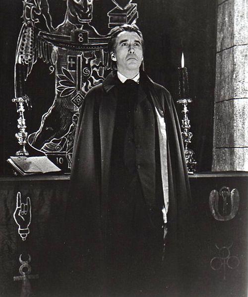 Christoper lee-Con la bava alla bocca (Albino), regia di Jürgen Goslar (1976) Dracula padre e figlio (Dracula père et fils), regia di Edouard Molinaro (1976) The keeper - Il custode (The Keeper), regia di T.Y. Drake (1976) Morak il potere dell'occulto (Meatcleaver Massacre), regia di Evan Lee (1977) Airport '77 (Airport '77), regia di Jerry Jameson (1977) End of the World, regia di John Hayes (1977)