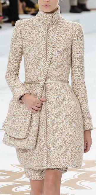 Chanel Couture F/W 2014-2015 Bolsa e roupa no mesmo tecido.