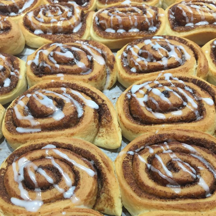 Le cinnamon rolls sonoun Must dell'autunno; calde, soffici e al sapore di cannella... Meglio di così non si potrebbe! Clicca per vedere la ricetta.