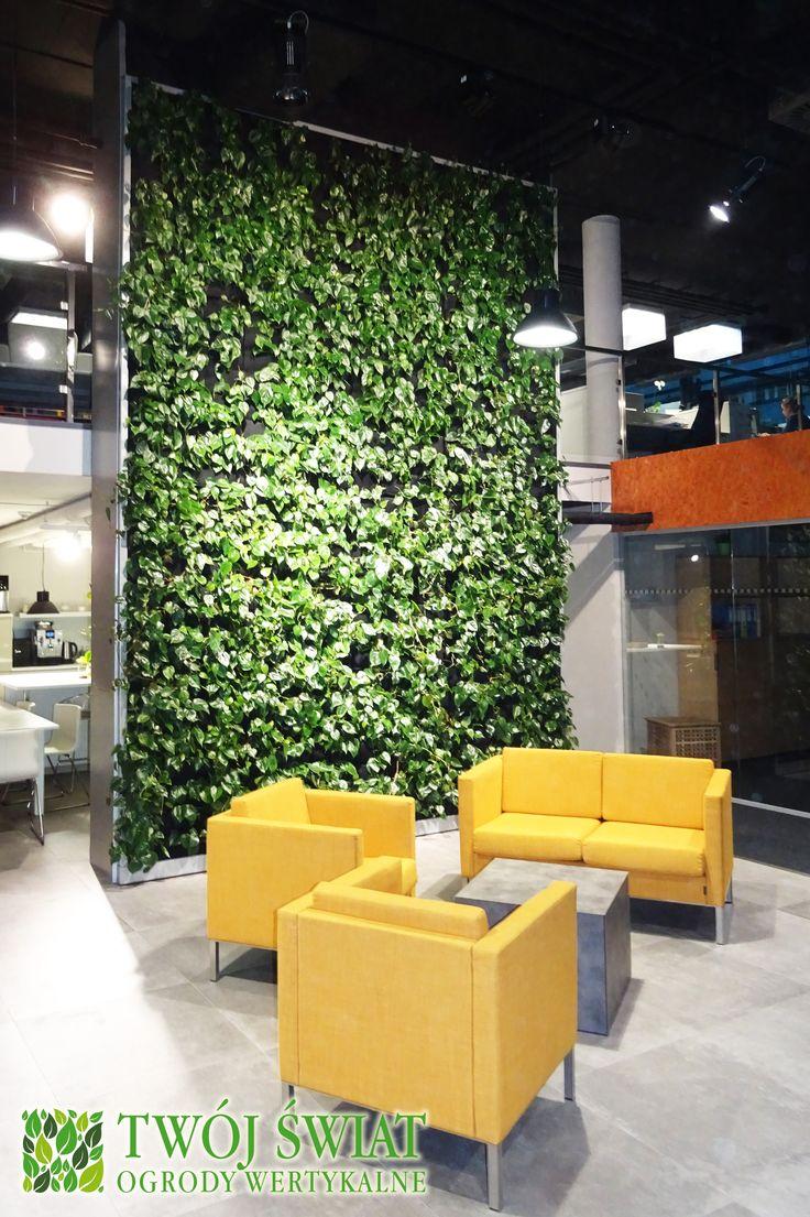 Ogród wertykalny wewnętrzny na wysokości dwóch kondygnacji. #verticalgarden #zielonesciany