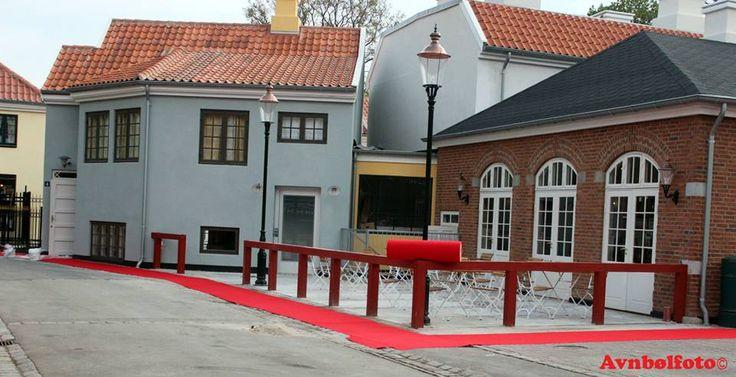 Bagsiden af Jernbanerestauranten, Korsbæk på Bakken