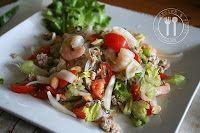 Thaise recepten van Piyawadee: Pikante Thaise salade van glasnoedels met varkensgehakt en zeevruchtencocktail : Jam Woen-sen
