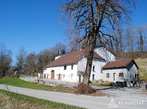 1 h 30 de la Suisse et 20 Mn du TGV Vds Anc. Ferme à rénover avec partie Habitation 150 m² et partie Agricole 500 m² et Terrain de 15300 m²